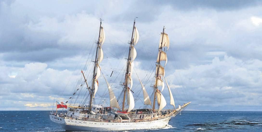 """""""Dar Młodzieży"""" pod żaglami dostarczonymi przez Sail Service"""
