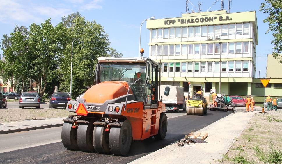 Film do artykułu: Jesienią kładzenie, wiosną zrywanie. Ponowne asfaltowanie niedawno modernizowanego odcinka ulicy w Kielcach