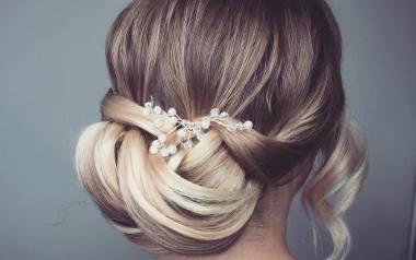Po wyborze wymarzonej sukni ślubnej przyjdzie czas na odpowiednie dobranie fryzury do stylizacji. Luty to miesiąc, w którym panny młode zaczynają wykonywać