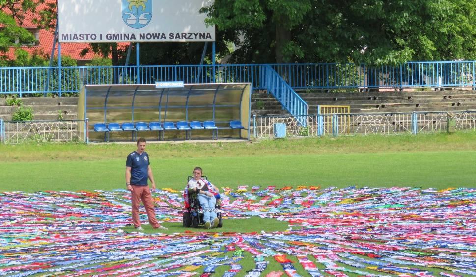Film do artykułu: Patryk Grab z Tarnogóry zebrał prawie 2 tysiące szalików sportowych. Może się starać o wpis do Księgi Rekordów Guinnessa! [WIDEO, ZDJĘCIA]