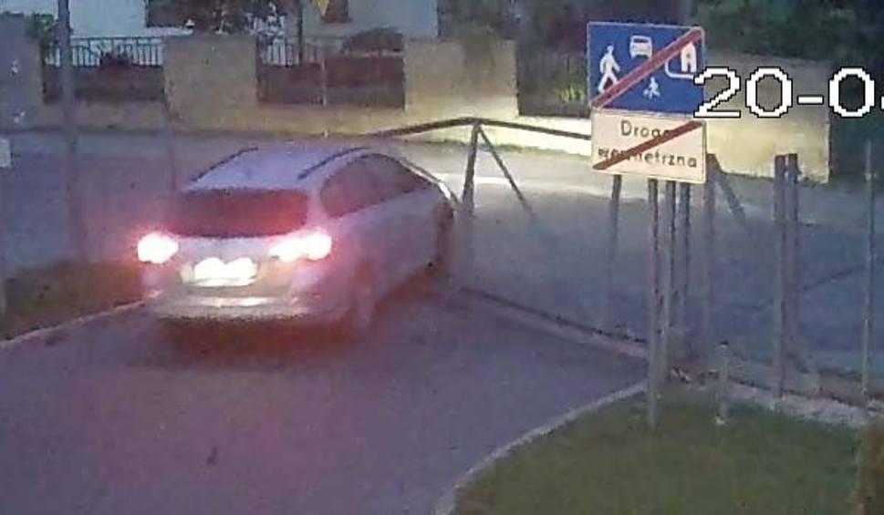Film do artykułu: Kozienice. Kradzionym autem staranowali bramę, którą potem ciągnęli ulicami. Zostali zatrzymani
