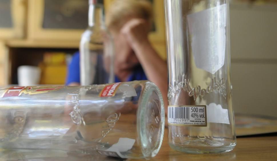 Film do artykułu: Kolejni pijani opiekunowie w Żorach. Czwórka dzieci w rodzinie zastępczej