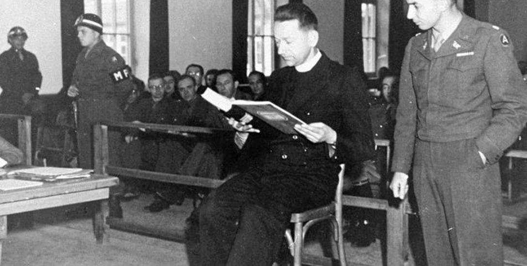 William Denson przesłuchuje świadka ks. Teodora Korcza