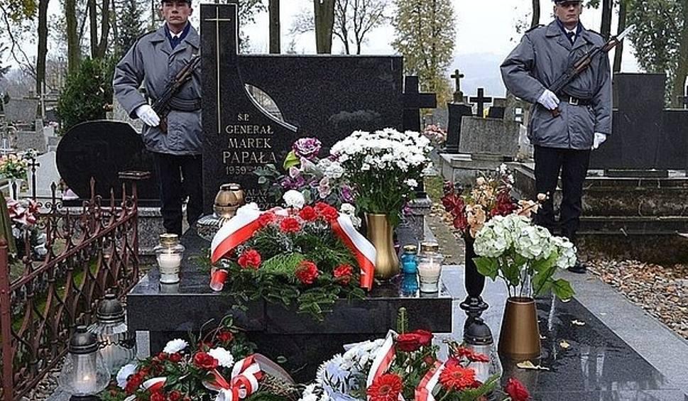 Film do artykułu: Szczątki gen. Marka Papały zostaną przeniesione z Pruchnika na Cmentarz Powązkowski w Warszawie