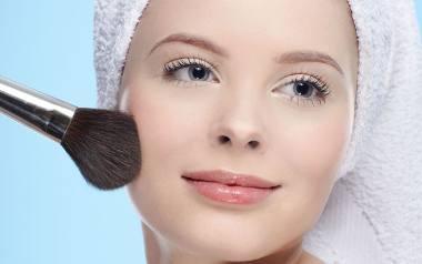Dokładny demakijaż, oczyszczanie i dobrze dobrane kosmetyki receptą na piękną skórę