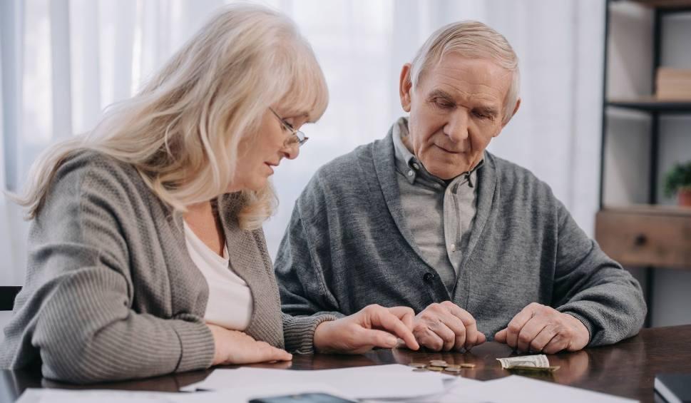 Film do artykułu: Waloryzacja rent i emerytur 2021. Ile będą wynosić świadczenia w przyszłym roku? Podwyżka może być najwyższa od dekady