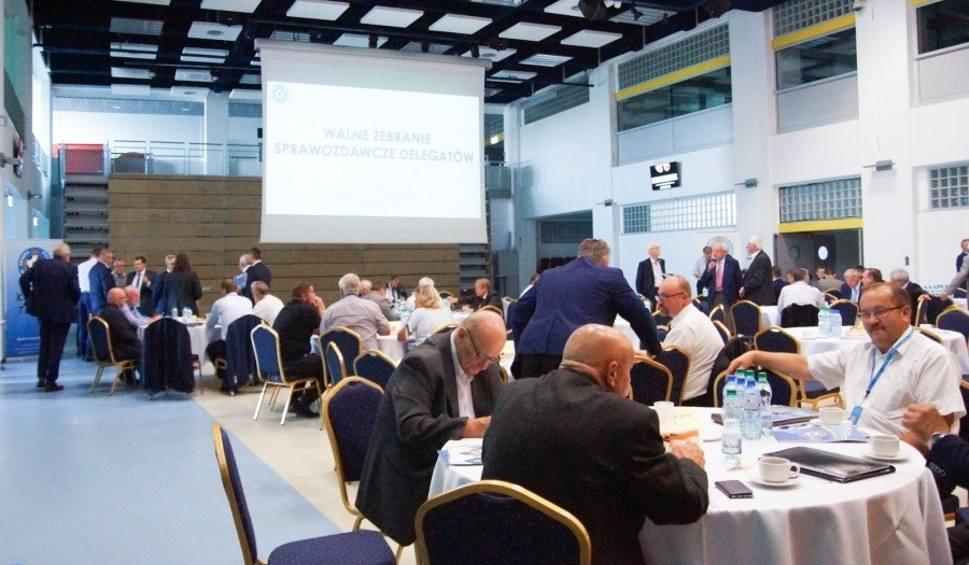 38fc1eaccc W sali konferencyjnej Stadionu Śląskiego odbyło się Walne Zebranie  Sprawozdawcze Delegatów Śląskiego Związku Piłki Nożnej.