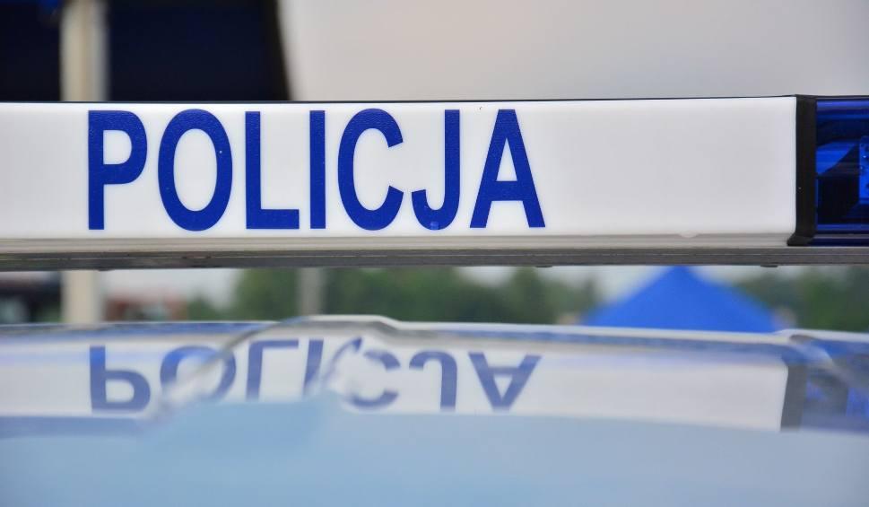 Film do artykułu: Wypadek w gminie Dwikozy. Volkswagen najechał na tył seata. Jedna osoba w szpitalu