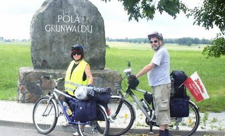 Państwo Ronowscy na trasie, w pobliżu Grunwaldu
