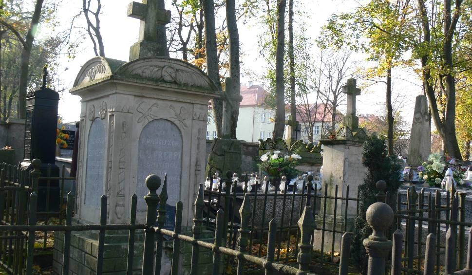 Film do artykułu: Wszystkich Świętych w Sandomierzu i powiecie sandomierskim. Zobacz jak będzie wyglądała organizacja ruchu przy cmentarzach