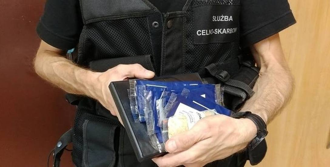 Funkcjonariusze Opolskiego Urzędu Celno-Skarbowego znaleźli dopalacze kilka dni temu w przesyłce pocztowej.