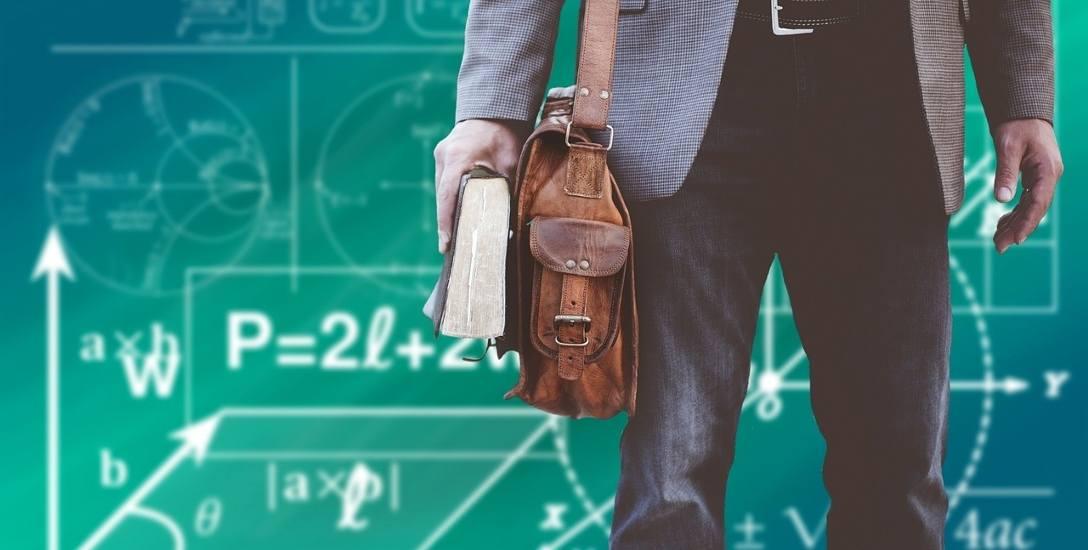 Ścieżka awansu zawodowego wydłuża się aż o pięć lat, co jest niekorzystne - uważają zarówno nauczyciele, jak i związkowcy. Zmiany wprowadzone przez Ministerstwo