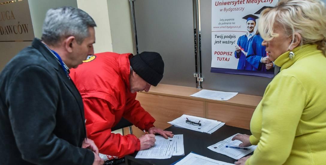 W grudniu 2015 roku zebrano 160 tys. podpisów pod projektem powołania uniwersytetu medycznego w Bydgoszczy
