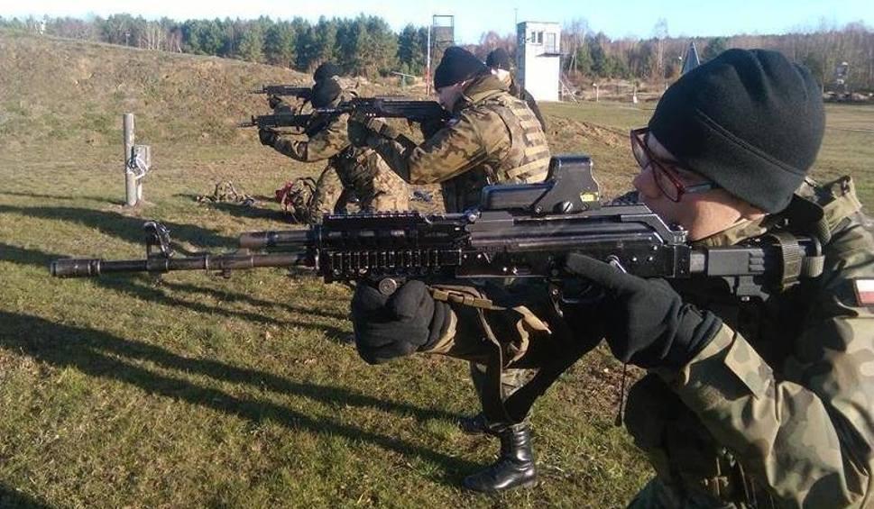 Film do artykułu: Poligonowy trening młodzieży z Technikum nr 2 w Międzyrzeczu. Uczyli się podstaw strzelania [ZDJĘCIA]