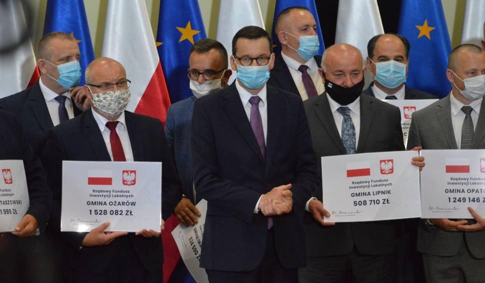Film do artykułu: Samorządowcy z powiatu opatowskiego odebrali promesy od premiera Mateusza Morawieckiego. Wiemy, ile dostały poszczególne gminy [ZDJĘCIA]