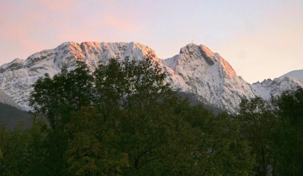Film do artykułu: Tragedia w Tatrach. Klimatolog: Wyjście w góry przy takich prognozach było nierozsądne. To był błąd