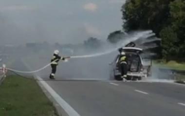Pożar samochodu na autostradzie A4 [ZOBACZ FILM]