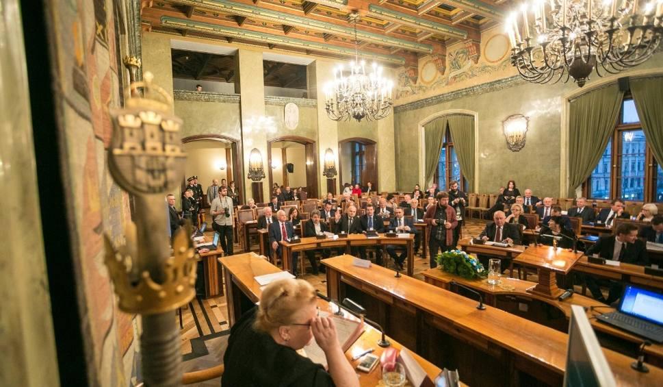 Film do artykułu: Szopka w Radzie Miasta Krakowa. Radni nie potrafią wybrać przewodniczącego