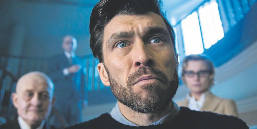 """Marcin Czarnik. Kadr z serialu telewizyjnego """"Artyści"""""""