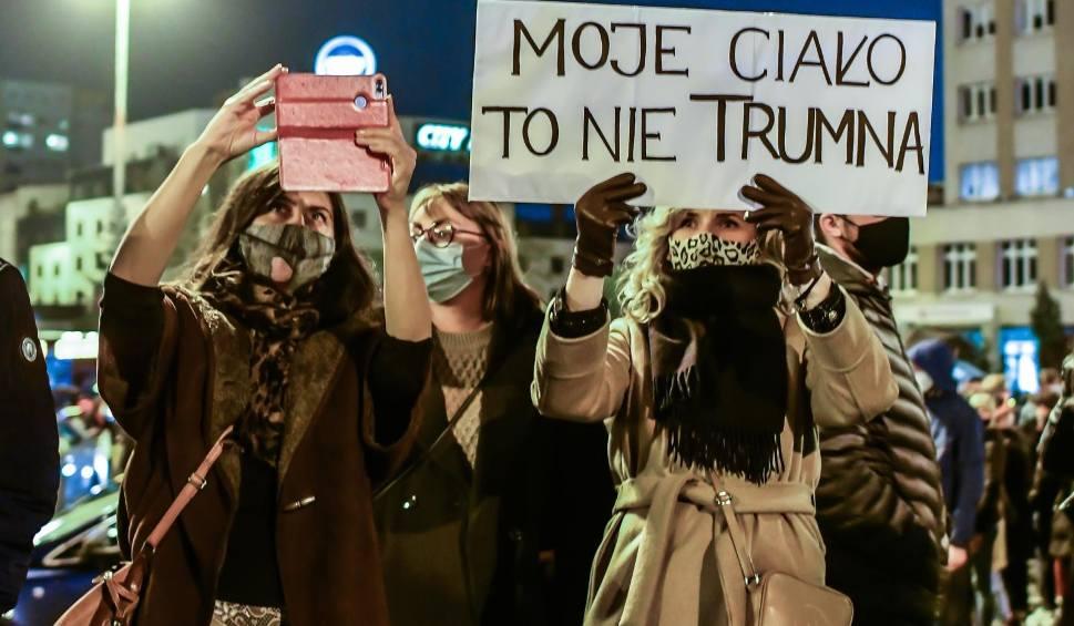Film do artykułu: Kujawsko-Pomorskie: Strajk Kobiet 2020. Szósty dzień protestów w regionie na żywo
