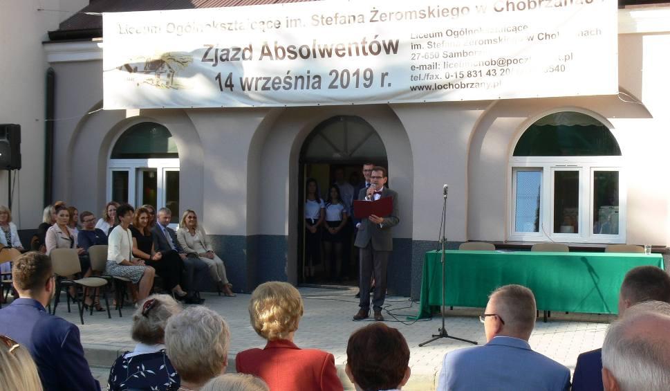 Film do artykułu: Ponad 300 uczestników zjazdu z okazji 75-lecia powstania Liceum Ogólnokształcącego w Chobrzanach (ZDJĘCIA)