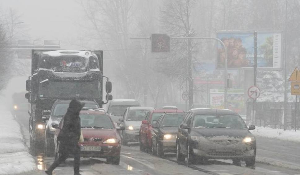Film do artykułu: Ostrzeżenie IMGW: nadciągają wichura i śnieżyca. Wiatr osiągnie 90 km/h