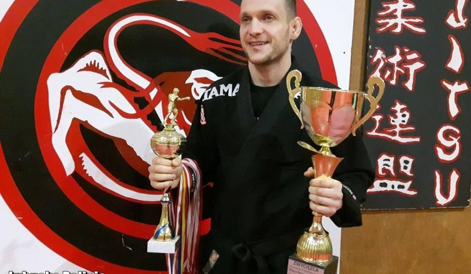 Film do artykułu: Lubsko. Lubuski policjant z Komisariatu Policji w Lubsku został mistrzem Polski służb mundurowych w walkach MMA [ZDJĘCIA, WIDEO]