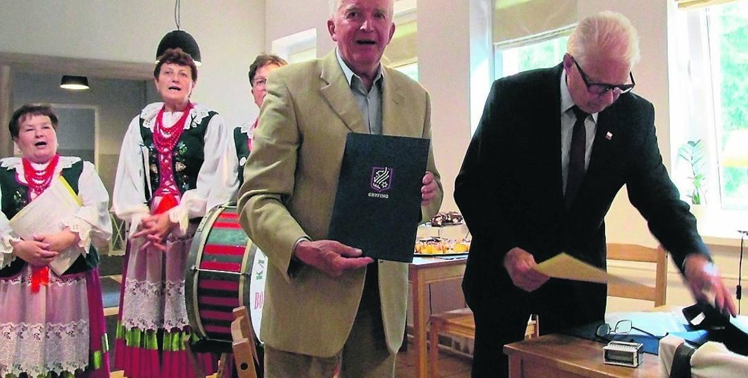 W imieniu Świebodzińskiego Związku Kresowian umowę o współpracy podpisał jego wiceprezes Władysław Kozak. Spotkanie integracyjne miało miejsce w Gry