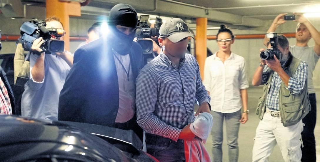 Dubienieckiemu zarzucane są wyłudzenia, kierowanie grupą przestępczą i pranie brudnych pieniędzy