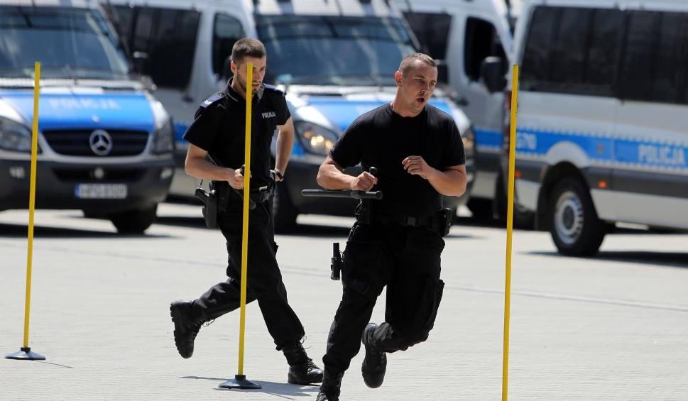 """Film do artykułu: Nowe testy sprawnościowe do policji to bułka z masłem? Praca w policji na wyciągnięcie ręki. """"Testy są na poziomie 10-latka"""""""