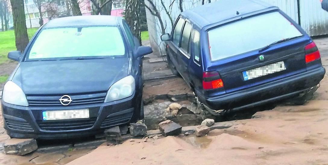 Woda podmyła parking, samochody wpadły w wyrwę!