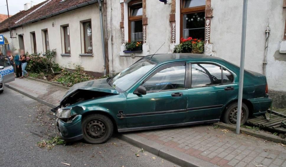 Film do artykułu: Wypadek w Komprachcicach. Kierowca był pijany [zdjęcia]