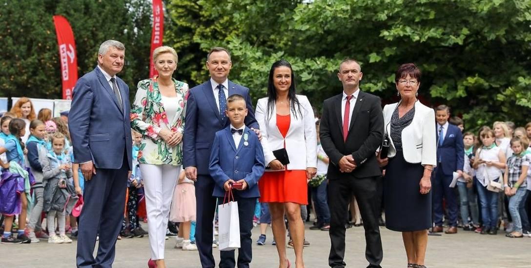 9-letni Adrian Grodzki  uratował tonącego kolegę. Bohaterstwo Adriana nagrodził prezydent Duda