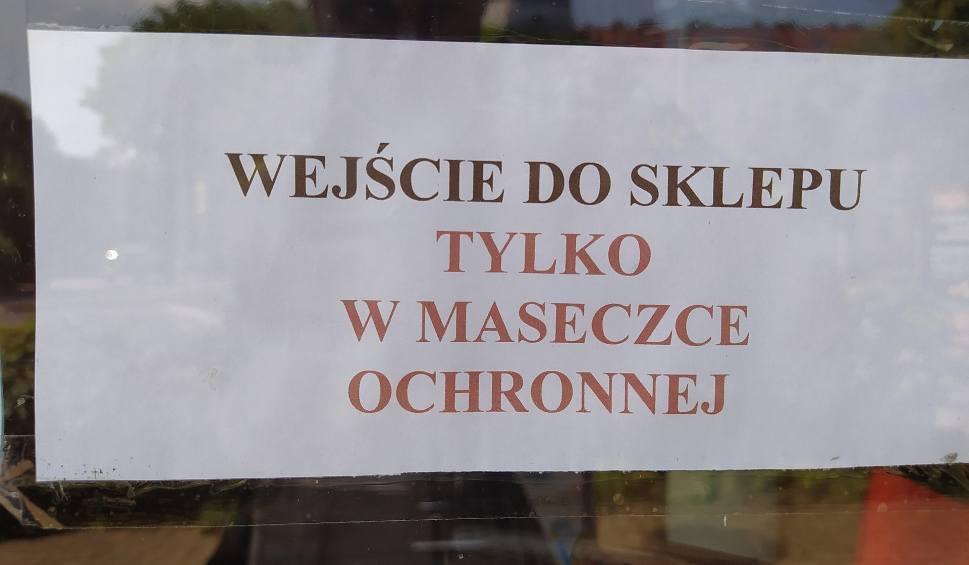 """Film do artykułu: Nie wszyscy mieszkańcy Rzeszowa obowiązkowo zakładają maseczki. """"Klient bez maseczki to rzadkość, ale są tacy, którzy dyskutują"""""""