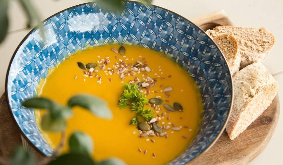 Film do artykułu: Zupa z dyni. Jak przygotować idealną w smaku zupę dyniową? Są na to specjalne receptury. Poznajcie PRZEPIS NA ZUPĘ Z DYNI