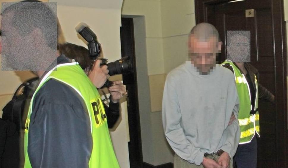 Film do artykułu: Policja nie wiedziała, że pedofil Bartosz K. wraca do domu. Pismo z więzienia nie doszło