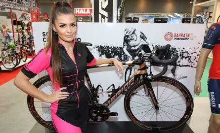 Uwagę przyciąga rower pokryty płatami złota, na którym Vincenzo Nibali startował w tegorocznym Giro d'Italia.