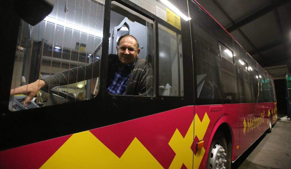 Film do artykułu: Autobus do Pyrzowic. Autobus na lotnisko Katowice Pyrzowice. Rozkład jazdy, przystanki, ceny, bilety