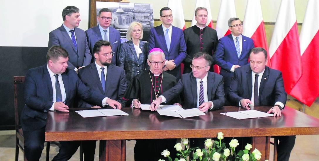"""Umowa na budowę Panteonu Górnośląskiego podpisana. Chór odśpiewał: """"Boże, coś Polskę..."""""""