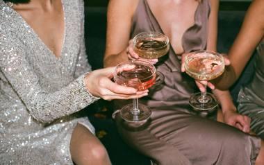 Sukienka sylwestrowa nie może być zwyczajna! Warto wybrać odpowiednią kreację sylwestrową, która podkreśli atuty i zatuszuje niedoskonałości, a przy