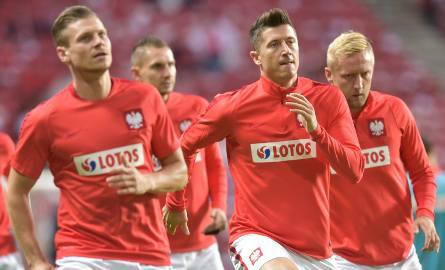 Robert Lewandowski nie przestaje strzelać goli w klubie, ale Łukasz Piszczek nie gra przez kontuzje, a Kamil Glik obniżył formę.