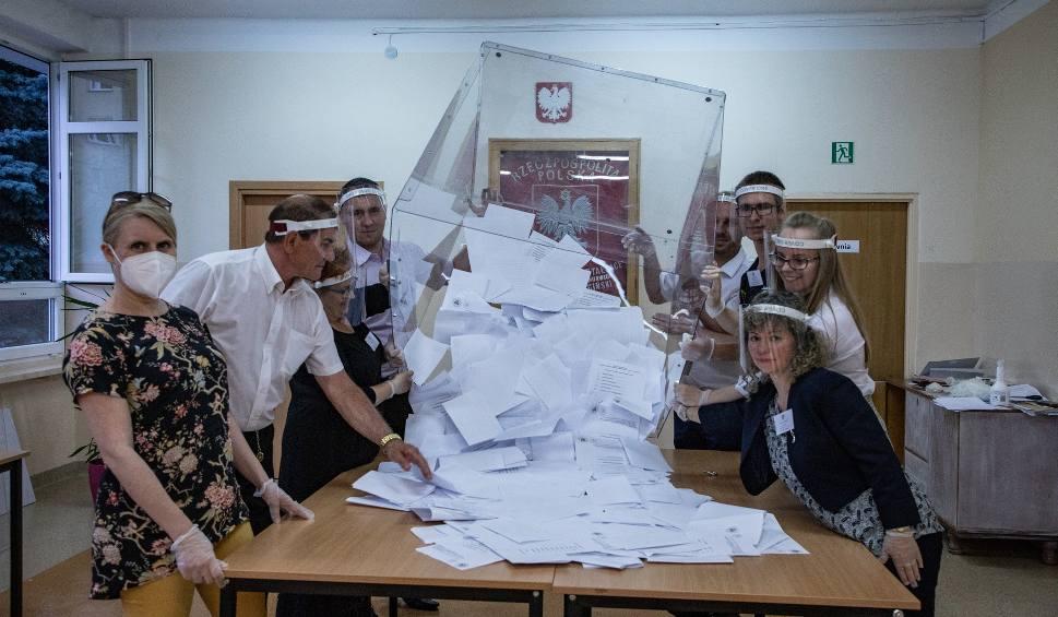 Film do artykułu: Pierwsza tura wyborów prezydenta RP w Stargardzie przebiegła spokojnie. Frekwencja wstępnie kształtuje się na poziomie znacznie ponad 60%