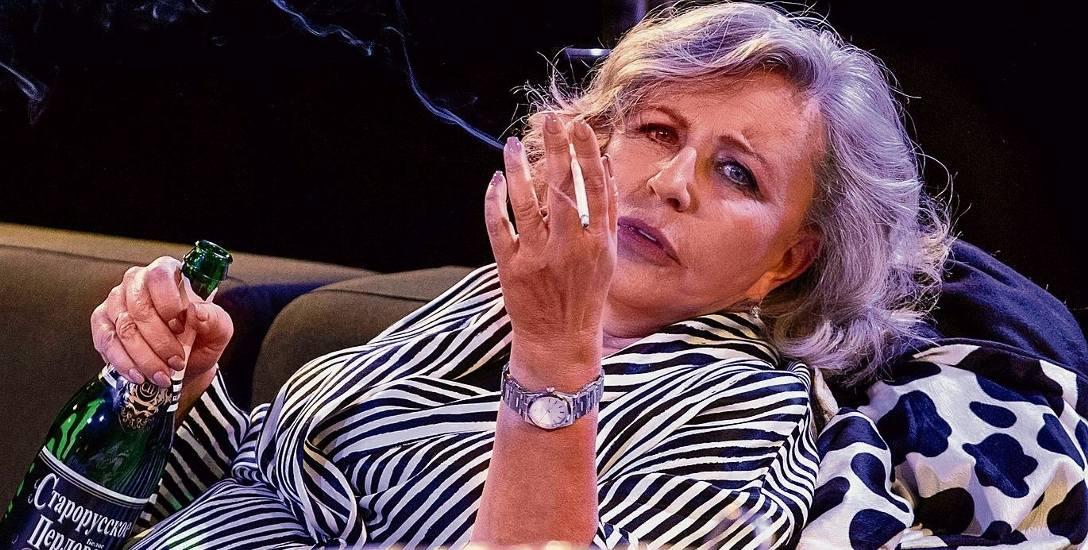 """Krystyna Janda gra rolę tytułową i jest reżyserką """"Pomocy domowej"""", sztuki, którą napisał Marc Camoletti. Sztuka jest w repertuarze Och-Teatru w Warszawie."""