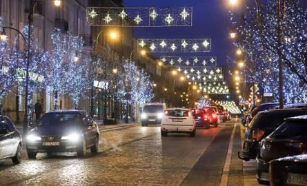 Białostockie ulice zostały już przystrojone w kolorowe dekoracje świąteczne, a święta Bożego Narodzenia tuż tuż. Przysyłajcie nam zdjęcia dekoracji świątecznych,