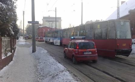 Samochód zablokował rano ul. Chodkiewicza
