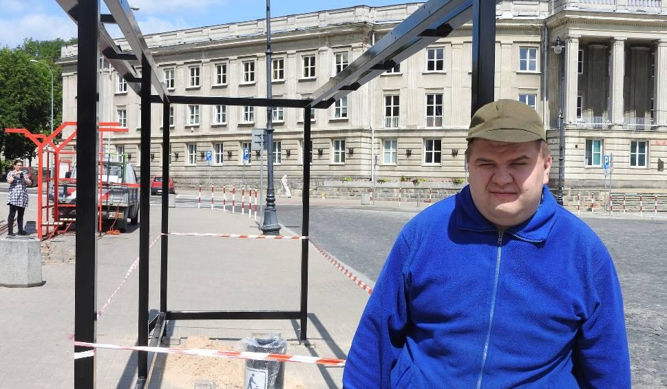 Film do artykułu: Zielony przystanek w Białymstoku stanął bliżej jezdni. Aby zrobić miejsce na ścieżkę rowerową od strony Parku Centralnego