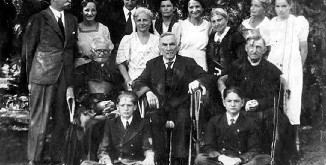 Zdjęcie Romana Dmowskiego podczas jego ostatnich urodzin w Drozdowie. Zmarł tam 2 stycznia 1939 roku.