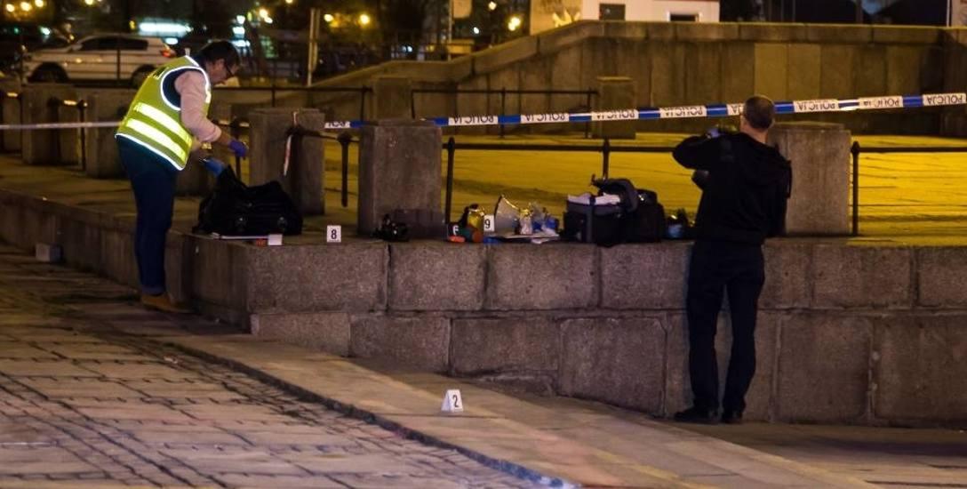 Mężczyzna podpalił się przed Pałacem Kultury. Zmarł w szpitalu