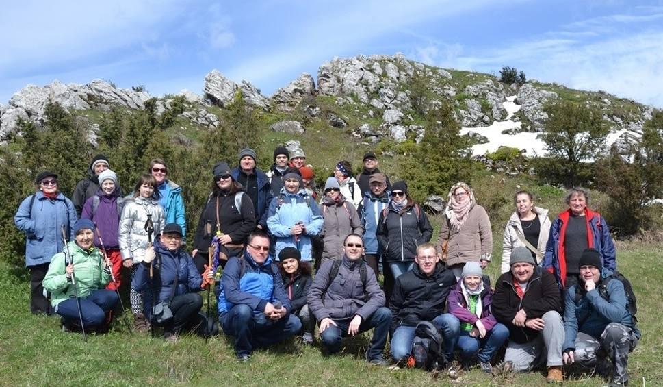 Film do artykułu: Kolekcjonerzy szczytów Gór Świętokrzyskich zdobyli w sobotę trzy kolejne wzniesienia