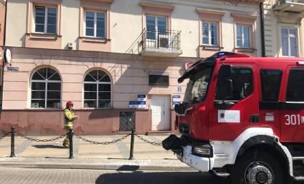 Alarm bombowy na ul. Królewskiej. Do biura poselskiego PO przyszedł mail z ostrzeżeniem (ZDJĘCIA)